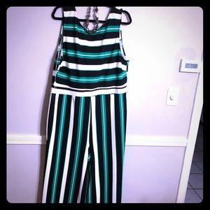 NWOT Striped Jumpsuit Size 3X 💕💕